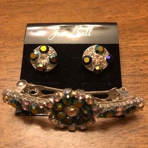Set of pierced earrings and hair clip